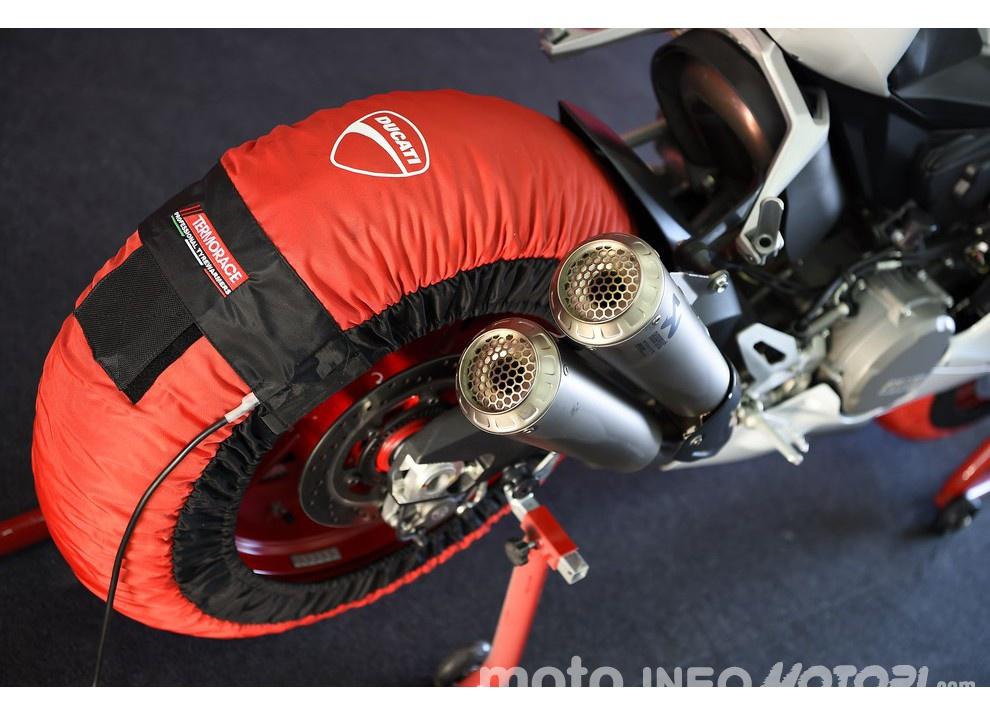 Ducati Panigale 959: l'OnBoard a Valencia con scarico sotto la carena - Foto 63 di 78