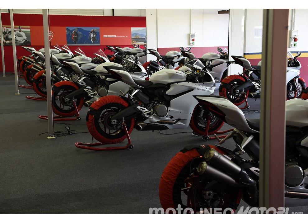 Ducati Panigale 959: l'OnBoard a Valencia con scarico sotto la carena - Foto 64 di 78