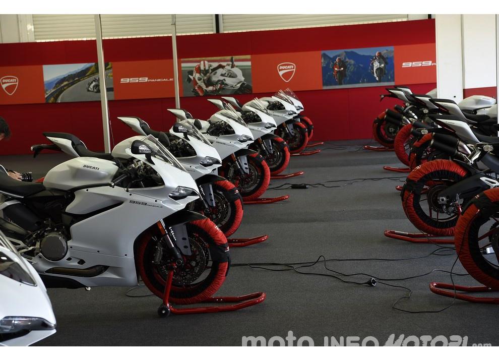 Ducati Panigale 959: l'OnBoard a Valencia con scarico sotto la carena - Foto 65 di 78