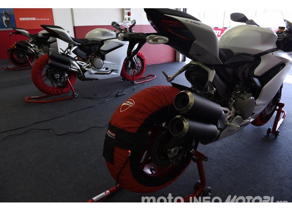 Ducati Panigale 959: l'OnBoard a Valencia con scarico sotto la carena - Foto 66 di 78