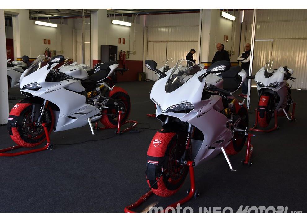 Ducati Panigale 959: l'OnBoard a Valencia con scarico sotto la carena - Foto 67 di 78