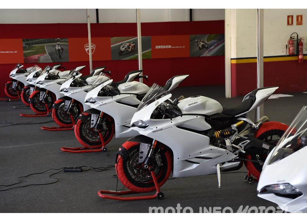 Ducati Panigale 959: l'OnBoard a Valencia con scarico sotto la carena - Foto 68 di 78