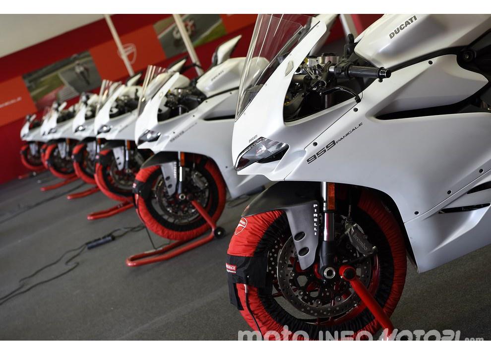 Ducati Panigale 959: l'OnBoard a Valencia con scarico sotto la carena - Foto 70 di 78
