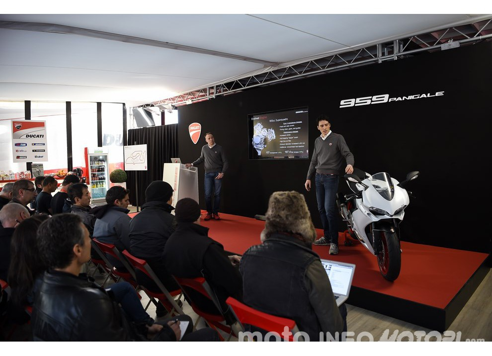 Ducati Panigale 959: l'OnBoard a Valencia con scarico sotto la carena - Foto 71 di 78