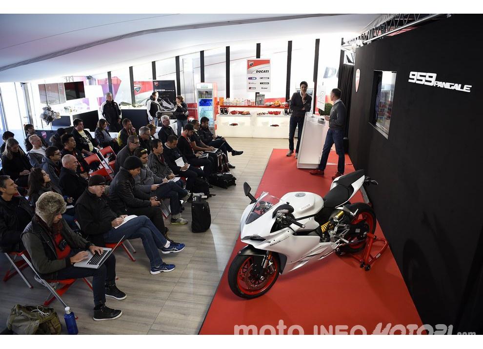 Ducati Panigale 959: l'OnBoard a Valencia con scarico sotto la carena - Foto 72 di 78