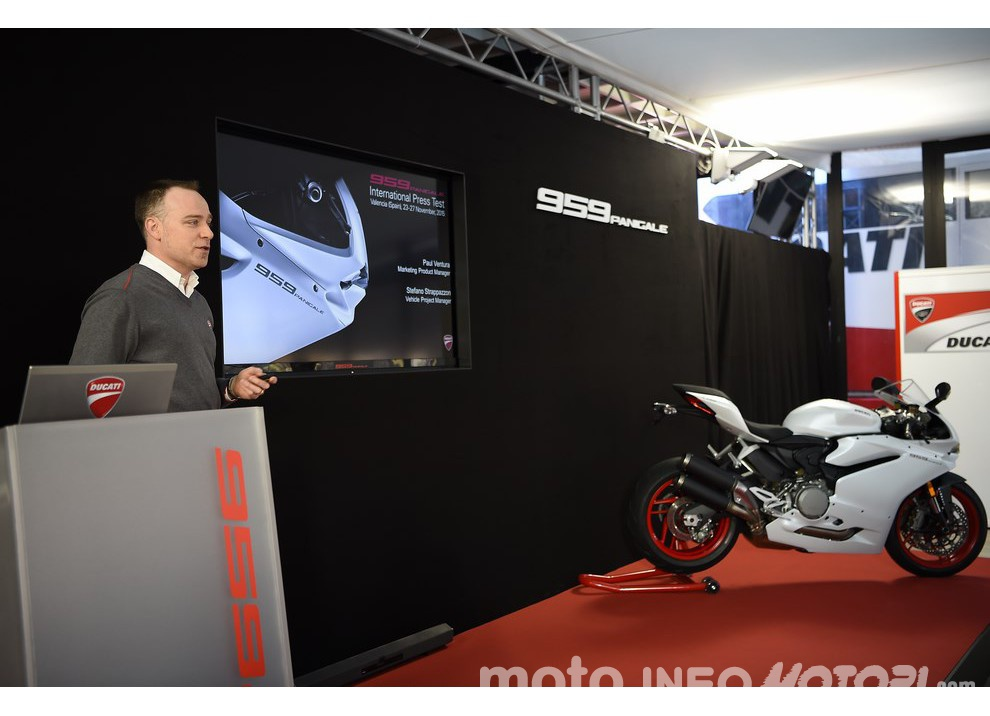 Ducati Panigale 959: l'OnBoard a Valencia con scarico sotto la carena - Foto 73 di 78
