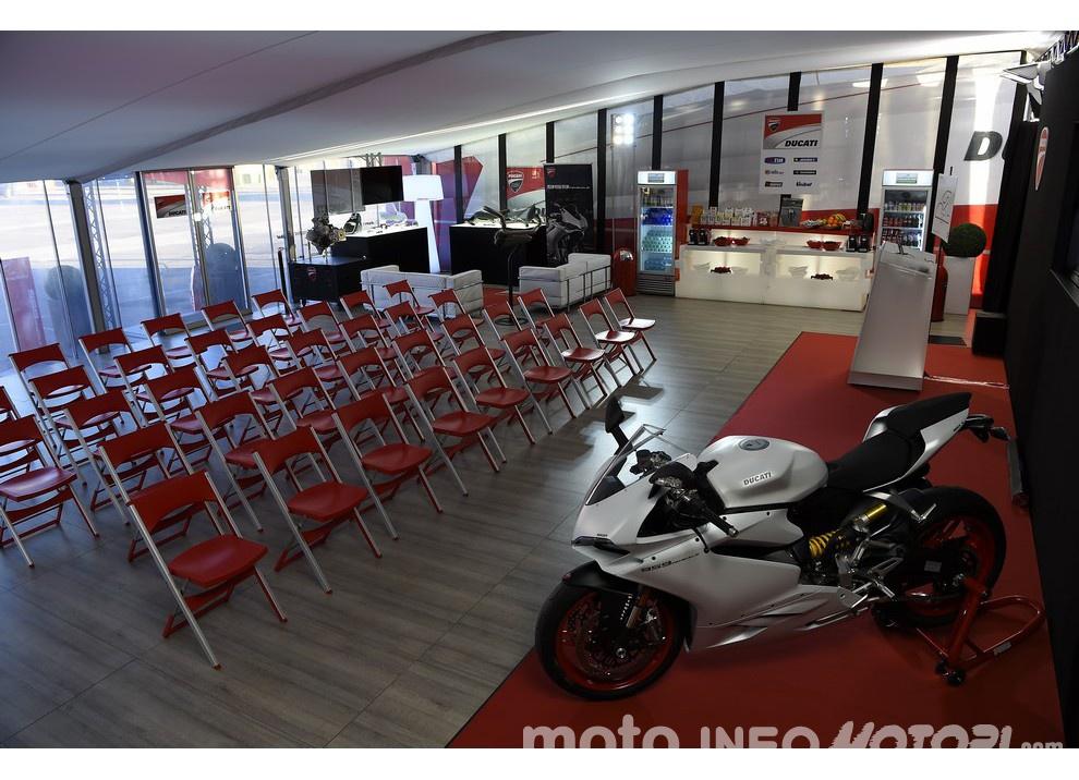 Ducati Panigale 959: l'OnBoard a Valencia con scarico sotto la carena - Foto 76 di 78