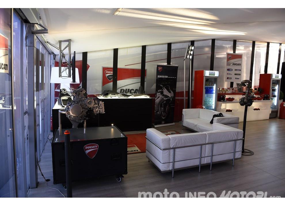 Ducati Panigale 959: l'OnBoard a Valencia con scarico sotto la carena - Foto 78 di 78