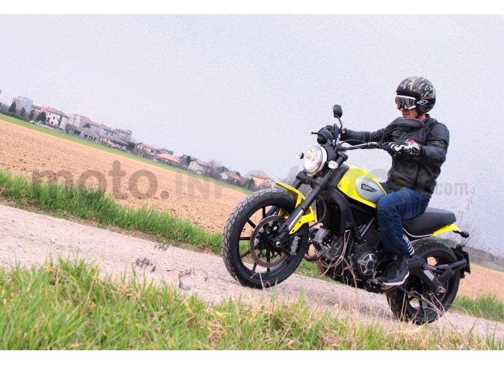 Ducati Scrambler: long test ride, prestazioni caratteristiche e prezzi - Foto 5 di 73