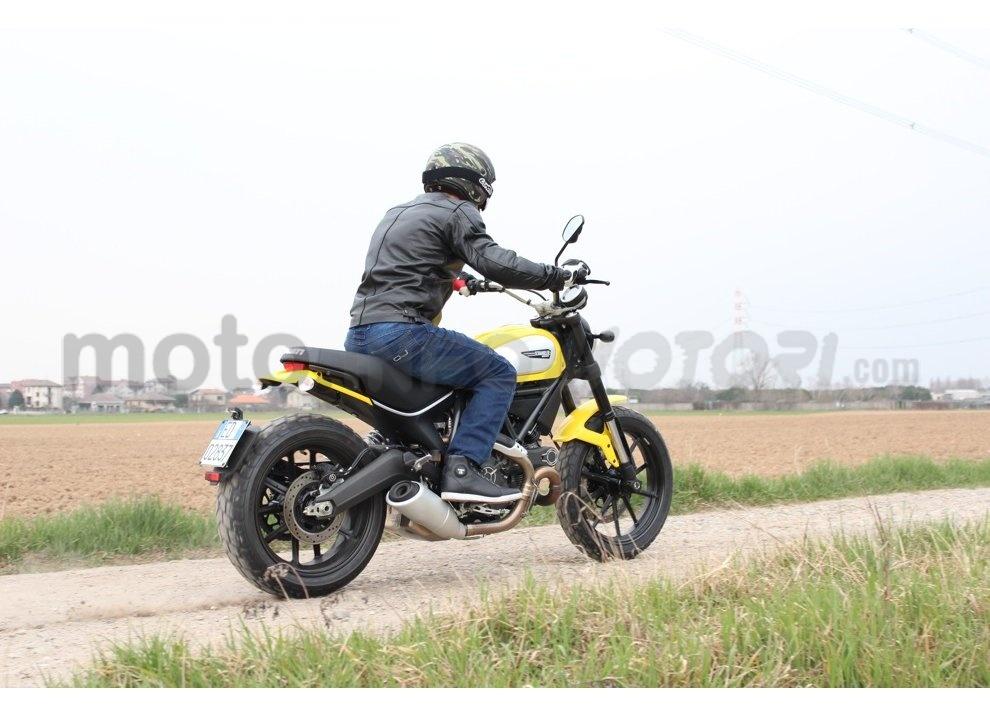 Ducati Scrambler: long test ride, prestazioni caratteristiche e prezzi - Foto 6 di 73