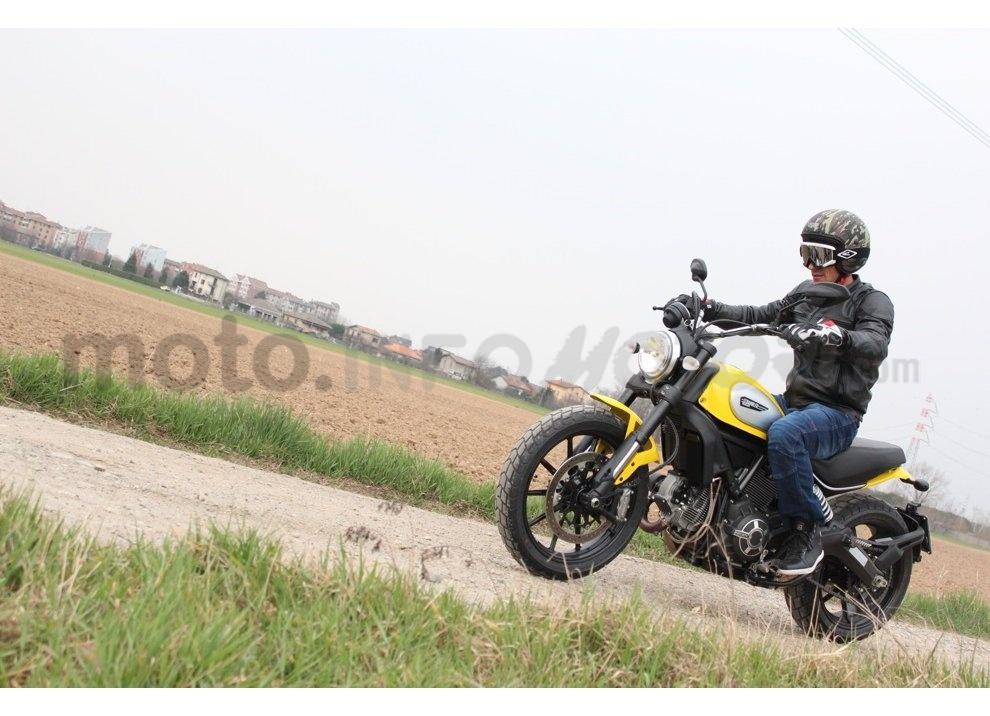 Ducati Scrambler: long test ride, prestazioni caratteristiche e prezzi - Foto 7 di 73