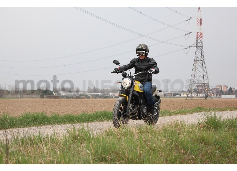 Ducati Scrambler: long test ride, prestazioni caratteristiche e prezzi - Foto 8 di 73