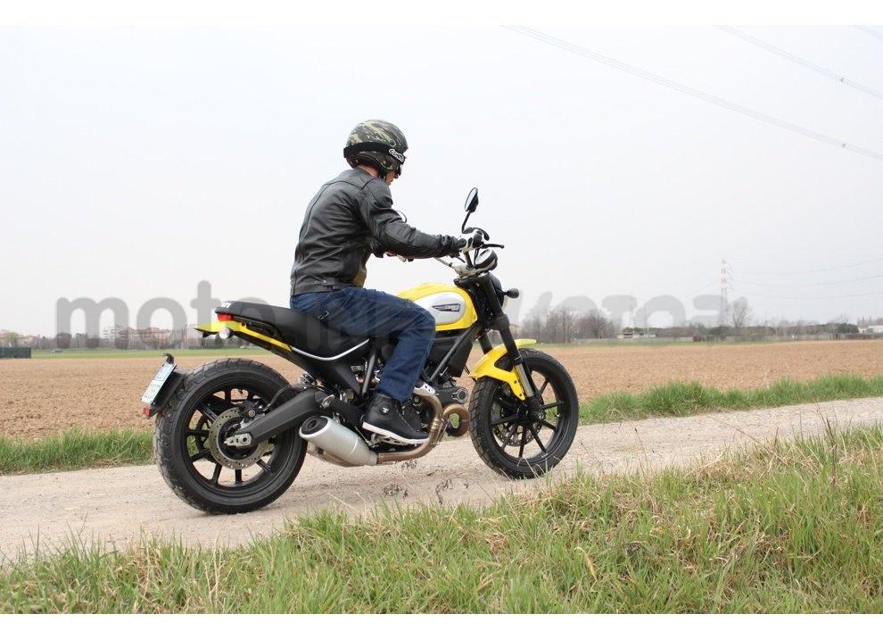 Ducati Scrambler: long test ride, prestazioni caratteristiche e prezzi - Foto 9 di 73
