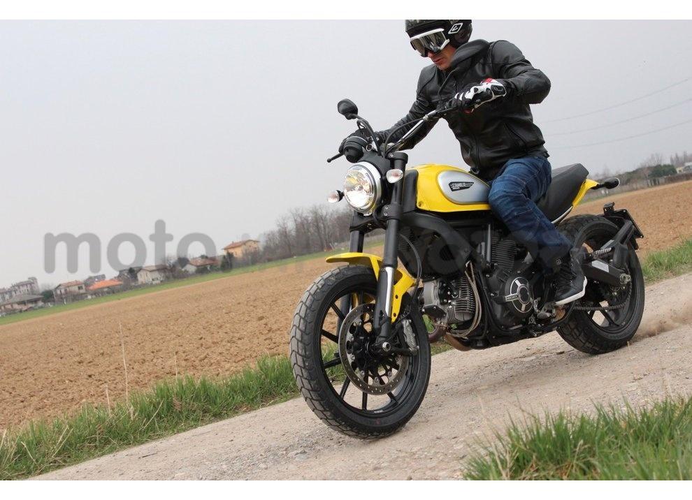 Ducati Scrambler: long test ride, prestazioni caratteristiche e prezzi - Foto 10 di 73