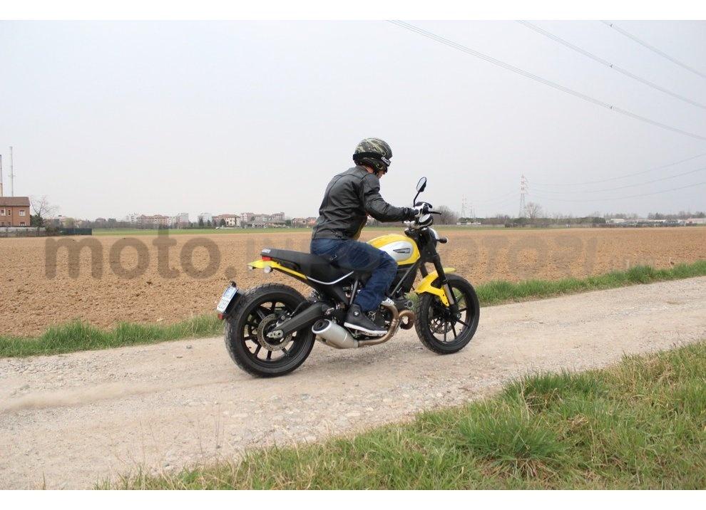 Ducati Scrambler: long test ride, prestazioni caratteristiche e prezzi - Foto 11 di 73