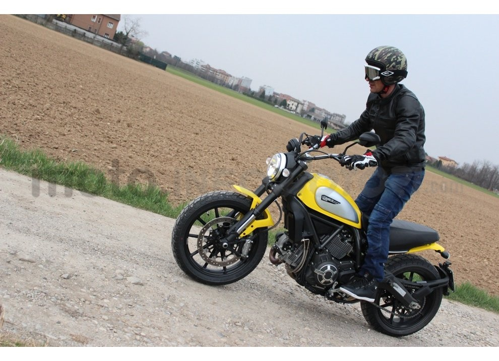 Ducati Scrambler: long test ride, prestazioni caratteristiche e prezzi - Foto 14 di 73