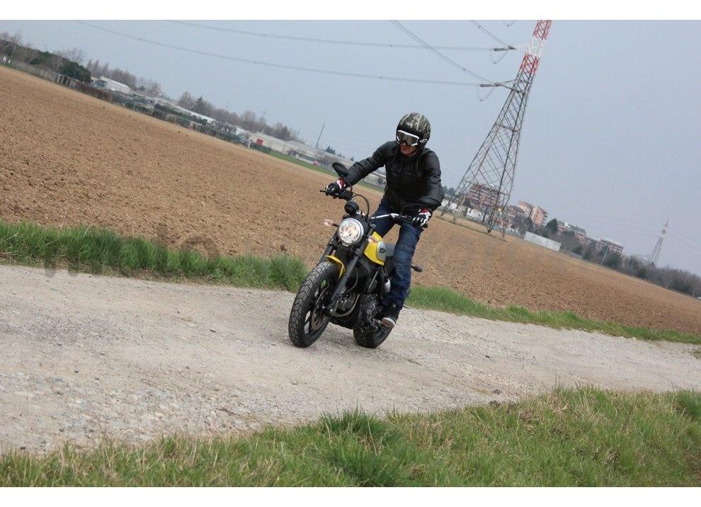 Ducati Scrambler: long test ride, prestazioni caratteristiche e prezzi - Foto 15 di 73