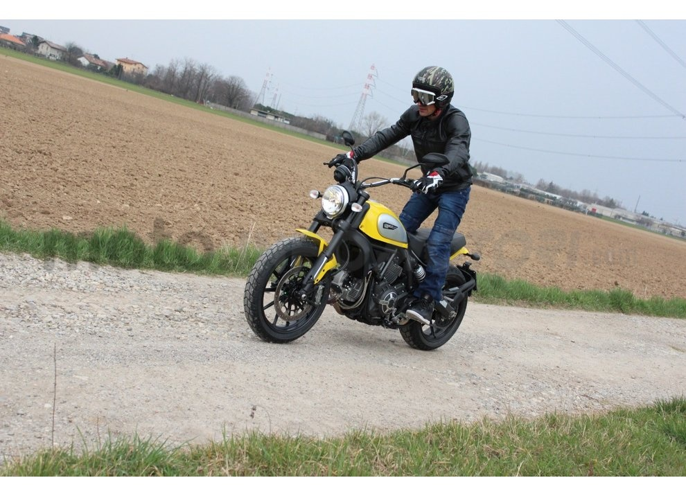 Ducati Scrambler: long test ride, prestazioni caratteristiche e prezzi - Foto 16 di 73
