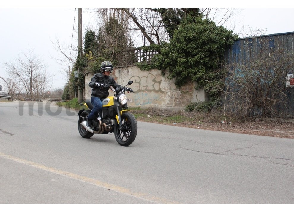 Ducati Scrambler: long test ride, prestazioni caratteristiche e prezzi - Foto 4 di 73