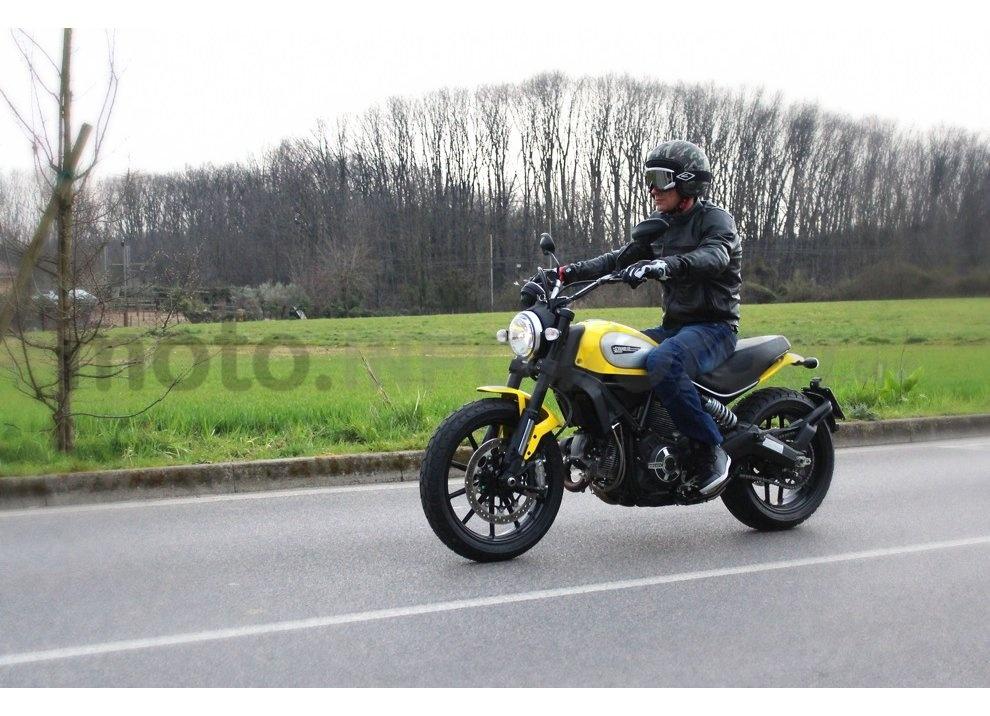 Ducati Scrambler: long test ride, prestazioni caratteristiche e prezzi - Foto 27 di 73