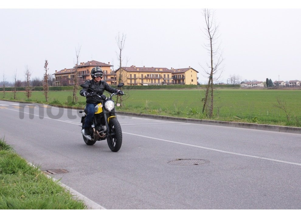 Ducati Scrambler: long test ride, prestazioni caratteristiche e prezzi - Foto 3 di 73