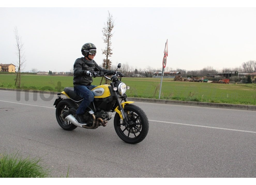 Ducati Scrambler: long test ride, prestazioni caratteristiche e prezzi - Foto 35 di 73