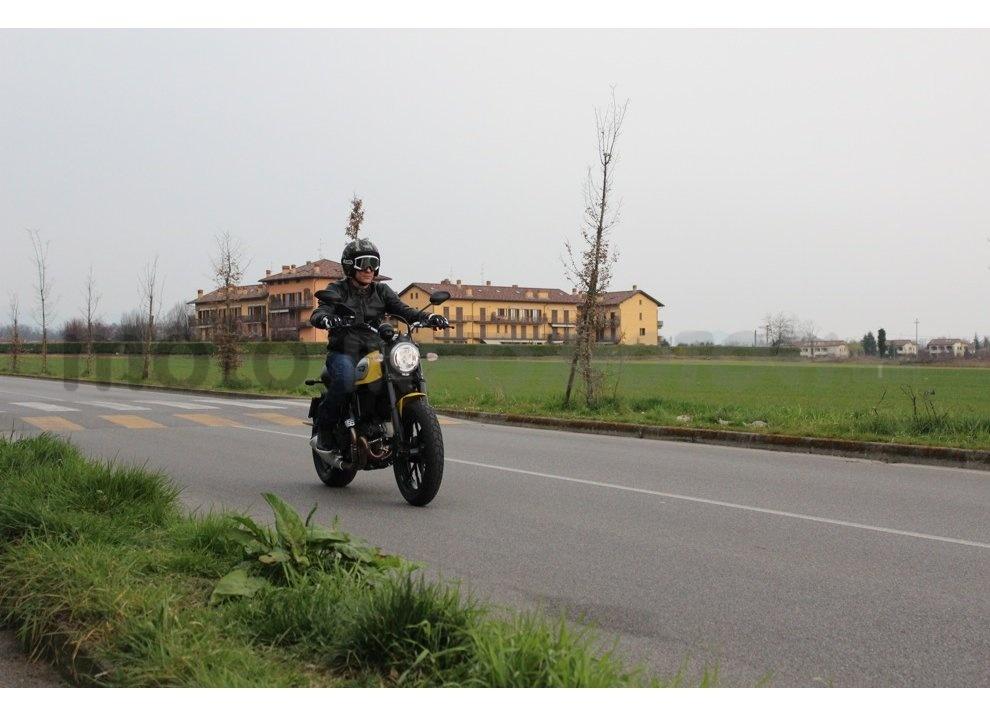 Ducati Scrambler: long test ride, prestazioni caratteristiche e prezzi - Foto 68 di 73