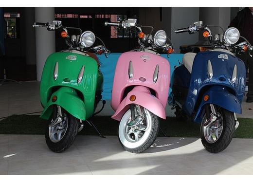 Ebretti, arriva in Italia lo scooter elettrico olandese - Foto 2 di 9