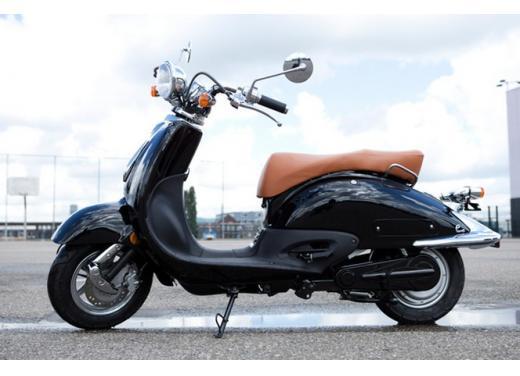 Ebretti, arriva in Italia lo scooter elettrico olandese - Foto 6 di 9