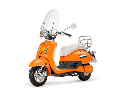 Ebretti, arriva in Italia lo scooter elettrico olandese - Foto 8 di 9