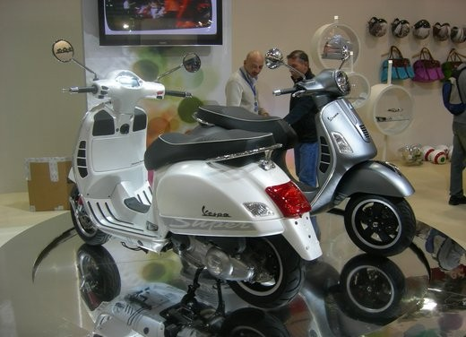 Vespa GTS 300 SuperSport - Foto 3 di 3