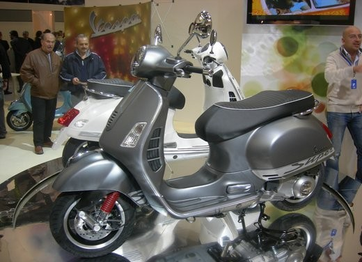 Vespa GTS 300 SuperSport - Foto 2 di 3