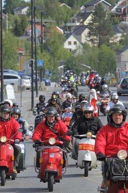 Vespa World Days 2011: in Norvegia a migliaia per festeggiare i 65 anni di Vespa - Foto 14 di 20