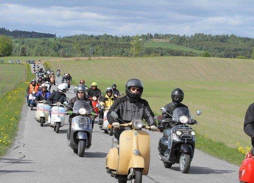 Vespa World Days 2011: in Norvegia a migliaia per festeggiare i 65 anni di Vespa - Foto 8 di 20