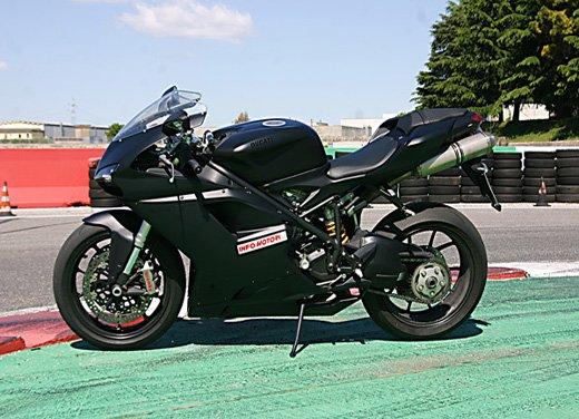 Prova approfondita della Ducati 848 Evo, che ha tanto motore, ottimi freni ed un unico habitat: la pista! - Foto 11 di 26