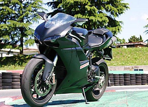 Prova approfondita della Ducati 848 Evo, che ha tanto motore, ottimi freni ed un unico habitat: la pista! - Foto 12 di 26