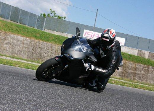 Prova approfondita della Ducati 848 Evo, che ha tanto motore, ottimi freni ed un unico habitat: la pista! - Foto 2 di 26