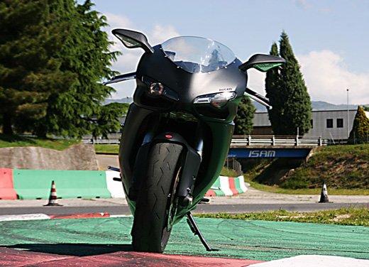 Prova approfondita della Ducati 848 Evo, che ha tanto motore, ottimi freni ed un unico habitat: la pista! - Foto 13 di 26