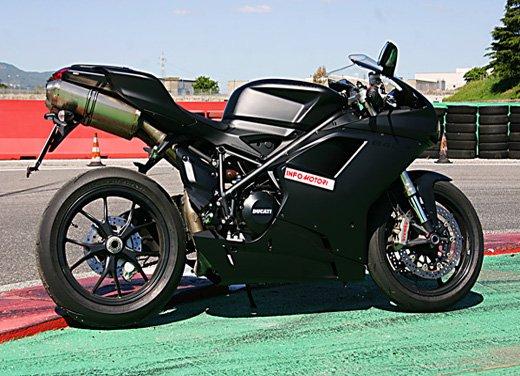 Prova approfondita della Ducati 848 Evo, che ha tanto motore, ottimi freni ed un unico habitat: la pista! - Foto 15 di 26