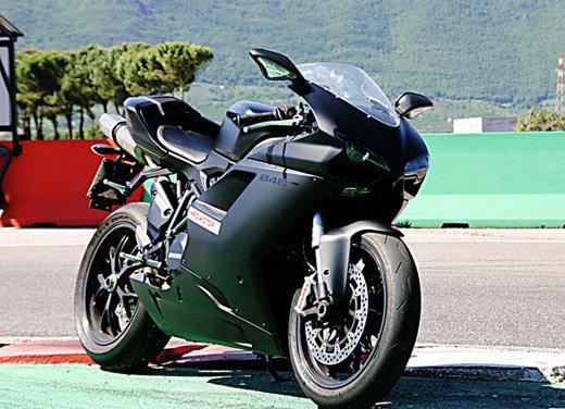 Prova approfondita della Ducati 848 Evo, che ha tanto motore, ottimi freni ed un unico habitat: la pista! - Foto 16 di 26
