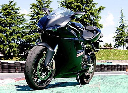 Prova approfondita della Ducati 848 Evo, che ha tanto motore, ottimi freni ed un unico habitat: la pista! - Foto 17 di 26