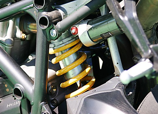 Prova approfondita della Ducati 848 Evo, che ha tanto motore, ottimi freni ed un unico habitat: la pista! - Foto 18 di 26