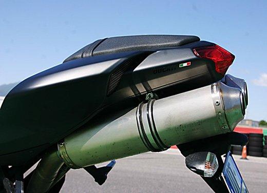 Prova approfondita della Ducati 848 Evo, che ha tanto motore, ottimi freni ed un unico habitat: la pista! - Foto 19 di 26