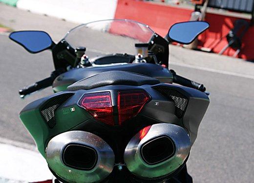 Prova approfondita della Ducati 848 Evo, che ha tanto motore, ottimi freni ed un unico habitat: la pista! - Foto 20 di 26