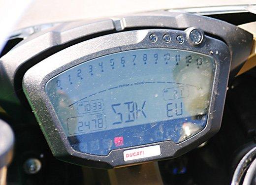 Prova approfondita della Ducati 848 Evo, che ha tanto motore, ottimi freni ed un unico habitat: la pista! - Foto 21 di 26