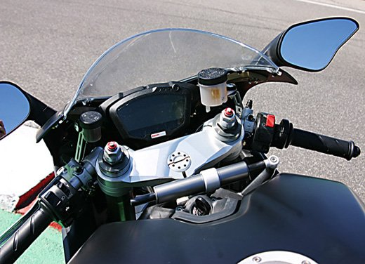 Prova approfondita della Ducati 848 Evo, che ha tanto motore, ottimi freni ed un unico habitat: la pista! - Foto 22 di 26