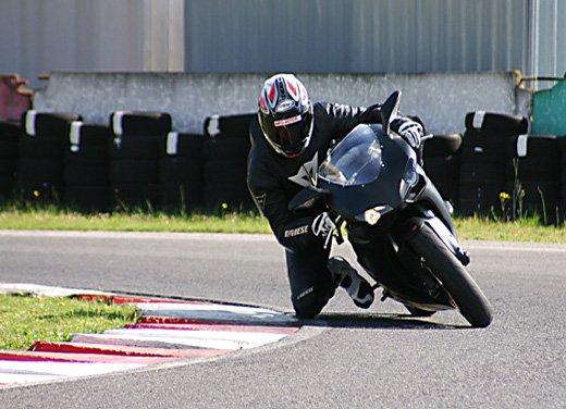 Prova approfondita della Ducati 848 Evo, che ha tanto motore, ottimi freni ed un unico habitat: la pista! - Foto 5 di 26