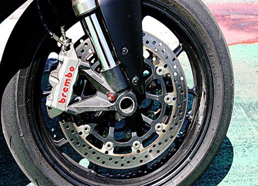 Prova approfondita della Ducati 848 Evo, che ha tanto motore, ottimi freni ed un unico habitat: la pista! - Foto 23 di 26