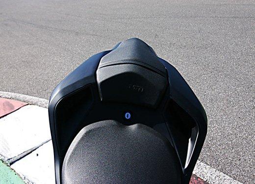 Prova approfondita della Ducati 848 Evo, che ha tanto motore, ottimi freni ed un unico habitat: la pista! - Foto 25 di 26