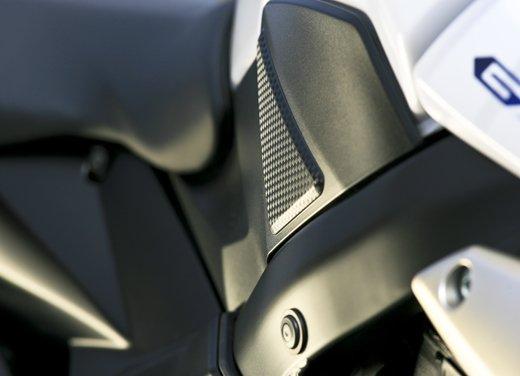 Suzuki GSR 750  in offerta fino al 31 ottobre 2012 - Foto 20 di 31